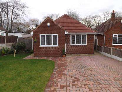 2 Bedrooms Bungalow for sale in Moor Avenue, Penwortham, Preston, PR1