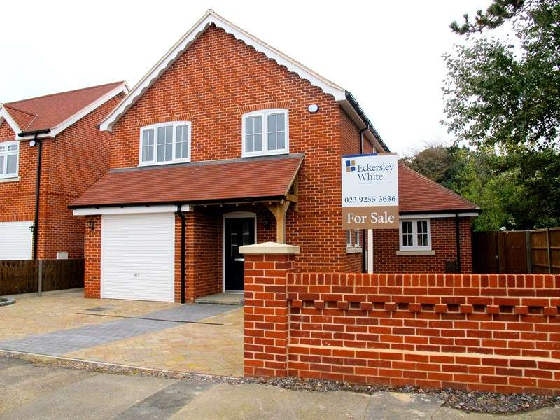 4 Bedrooms Detached House for sale in Victoria Square, Lee-On-The-Solent