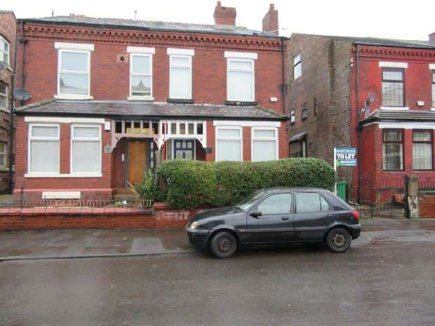 4 Bedrooms Semi Detached House for rent in Clarendon Road, Whalley Range, Manchester