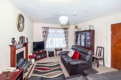 2 Bedrooms Flat for sale in Second Drive, Teignmouth, Devon