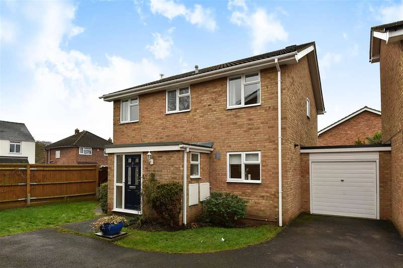 4 Bedrooms Detached House for rent in Fortrose Close, College Town, Sandhurst