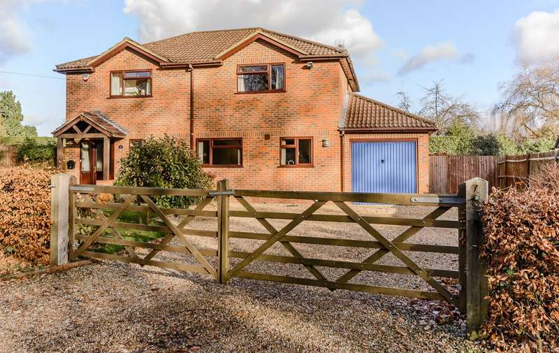 4 Bedrooms Detached House for sale in Wrecclesham