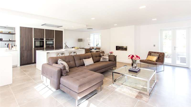 4 Bedrooms Link Detached House for sale in Shadwell Lane, Shadwell, Leeds, West Yorkshire, LS17