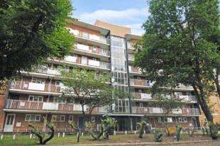 3 Bedrooms Flat for sale in Countisbury House, Crescent Wood Road, Sydenham, London