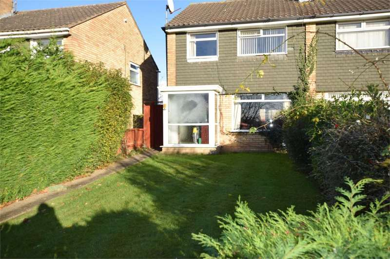 3 Bedrooms Semi Detached House for sale in Calveley Close, Prenton