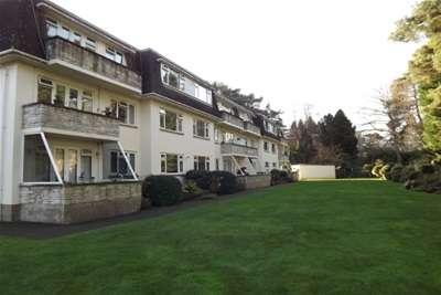 2 Bedrooms Flat for rent in Ferndown