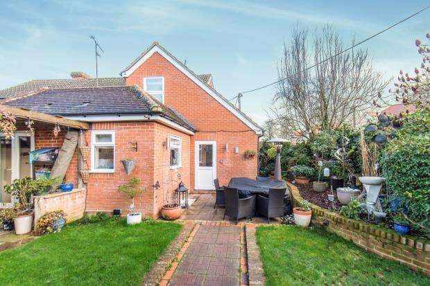 3 Bedrooms End Of Terrace House for sale in Tongham, Farnham, Surrey
