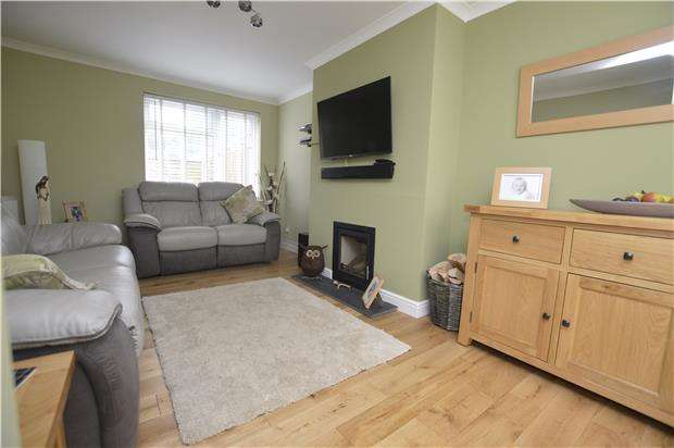 3 Bedrooms Terraced House for sale in Coldwell Close, Kings Stanley, Gloucestershire, GL10 3QN