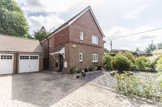 3 Bedrooms Semi Detached House for sale in Saxon Court, Horton Heath, Eastleigh, Hampshire