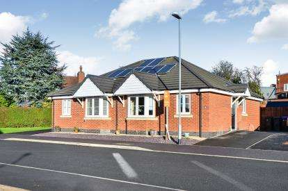 2 Bedrooms Bungalow for sale in Brandon Walk, Sutton-In-Ashfield, Nottinghamshire, Notts