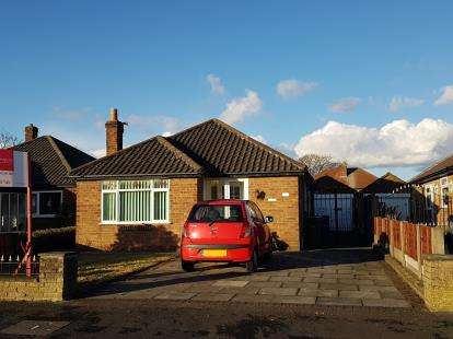 3 Bedrooms Bungalow for sale in Shaftesbury Avenue, Timperley, Altrincham, Greater Manchester