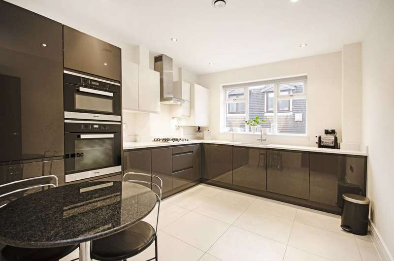 2 Bedrooms Flat for rent in Nether Street, West Finchley, N12