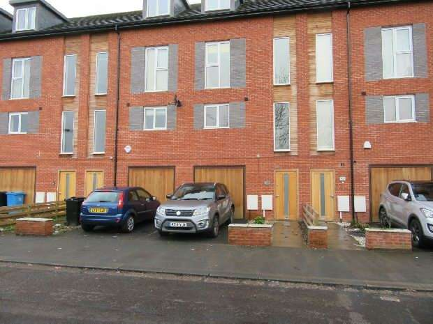 4 Bedrooms Town House for sale in East Union Street, Old Trafford, Manchester
