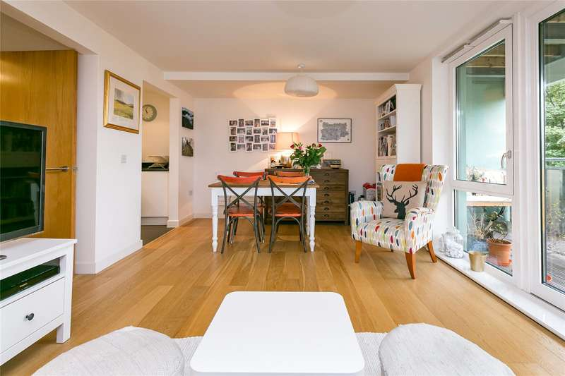 2 Bedrooms Flat for sale in Clarence Avenue, London, SW4