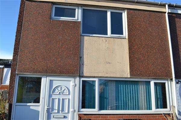 3 Bedrooms Semi Detached House for rent in Bucklands End, Hodge Hill, Birmingham