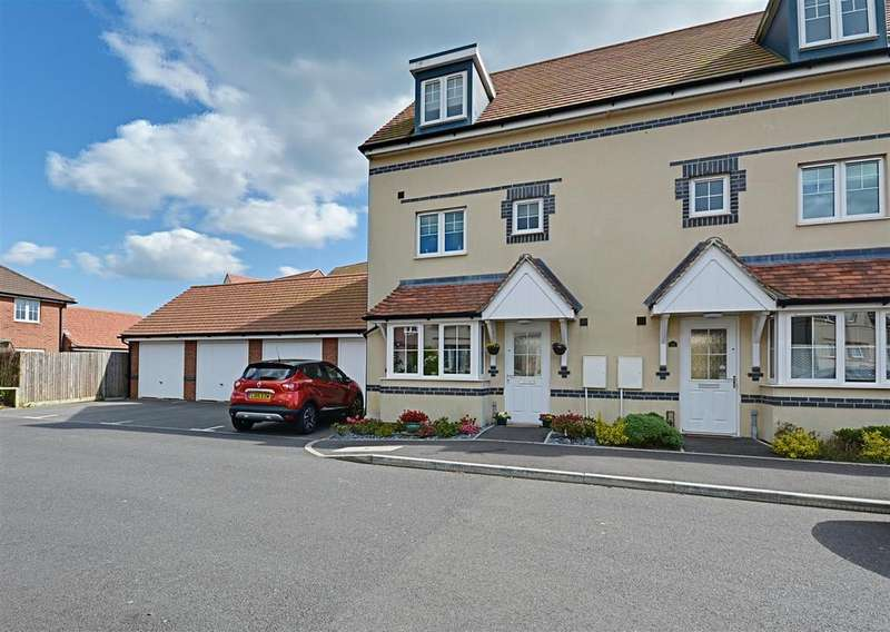 4 Bedrooms Semi Detached House for sale in Northcliffe, Bexhill-On-Sea