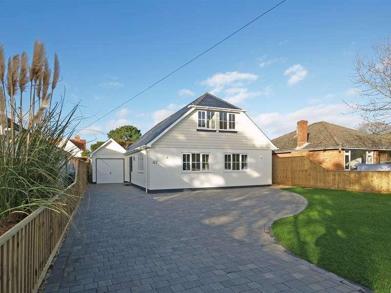 4 Bedrooms Detached Bungalow for sale in Avenue Road, Chewton Farm Estate, Highcliffe