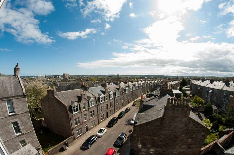 2 Bedrooms Flat for sale in Rosemount Place, Aberdeen AB25