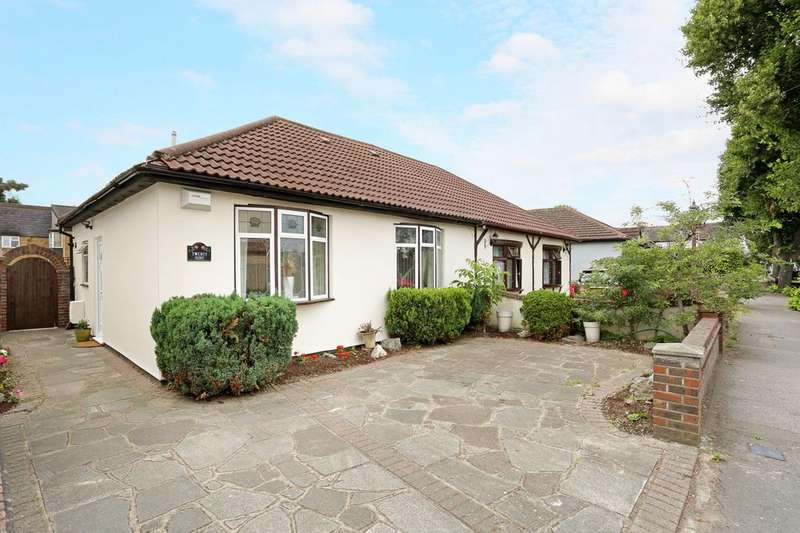 2 Bedrooms Chalet House for sale in Lawrence Road, Gidea Park, RM2