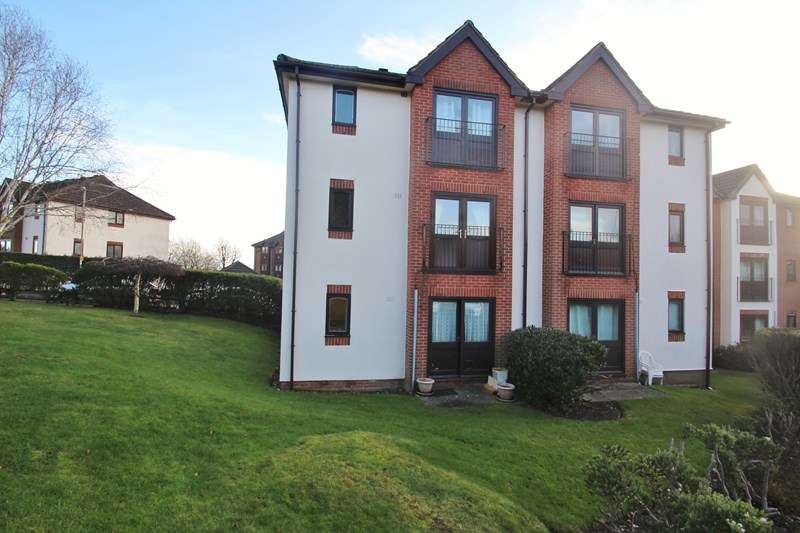 2 Bedrooms Flat for sale in Compass Point, Fareham