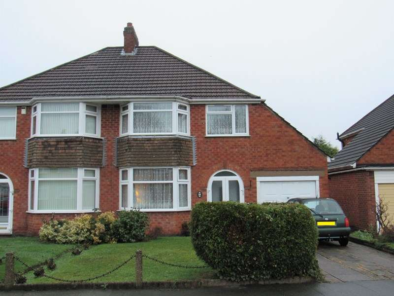 3 Bedrooms Semi Detached House for sale in Scott Road, Solihull