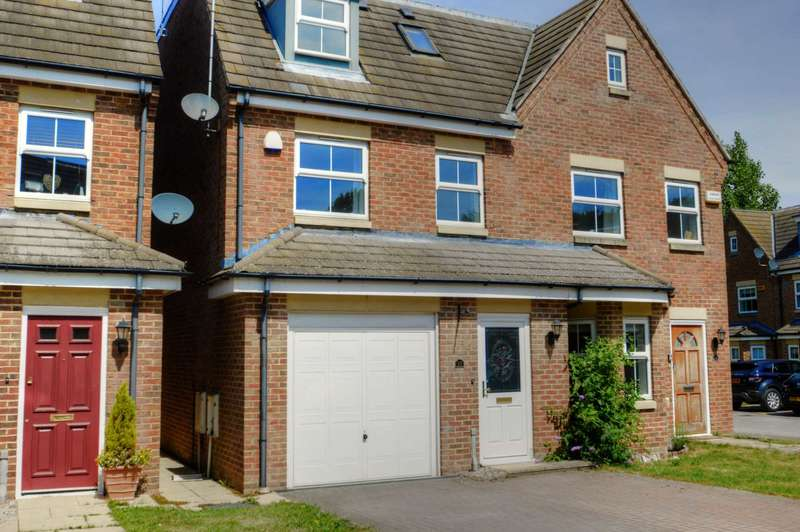 3 Bedrooms Semi Detached House for sale in Stratford Close, Aston Clinton