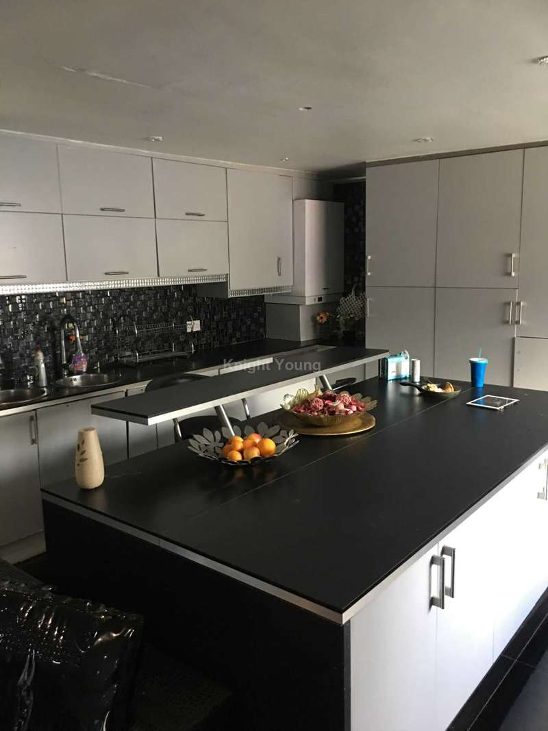 5 Bedrooms House for sale in Carlisle Avenue, Acton, W3