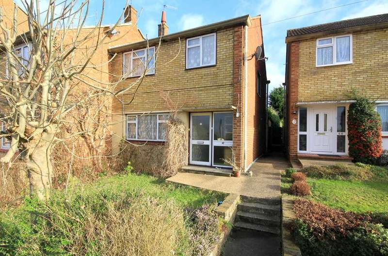 3 Bedrooms Semi Detached House for sale in SEMI DETACHED family home with NO UPPER CHAIN. BENNETTS END HP3