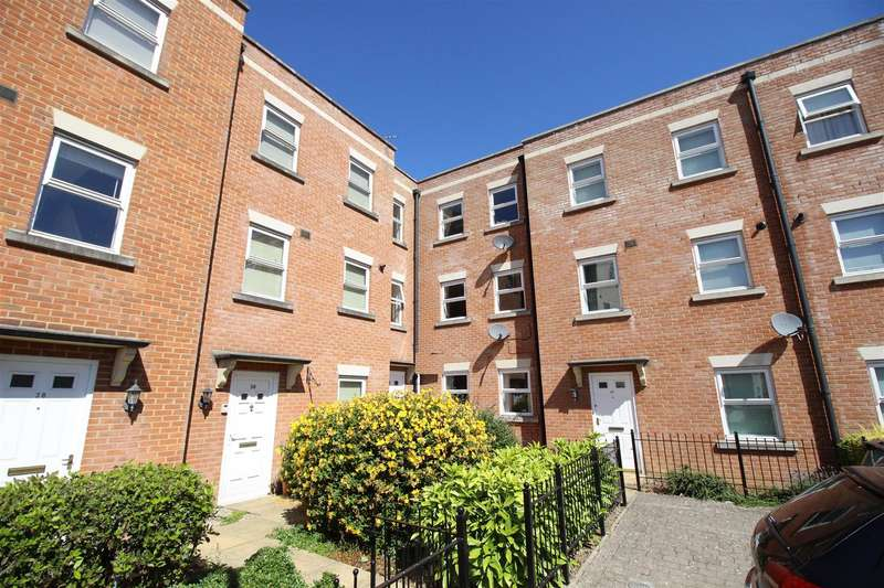 2 Bedrooms Flat for sale in Godwin Court, Old Town, Swindon