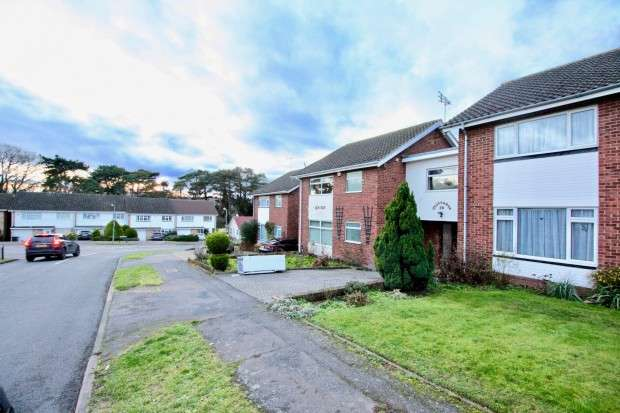 4 Bedrooms Link Detached House for rent in Foxleys, Watford, WD19
