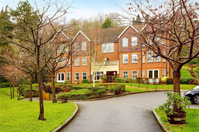 2 Bedrooms Flat for sale in Bourne Lodge, 70 Harestone Valley Road, Caterham, Surrey, CR3
