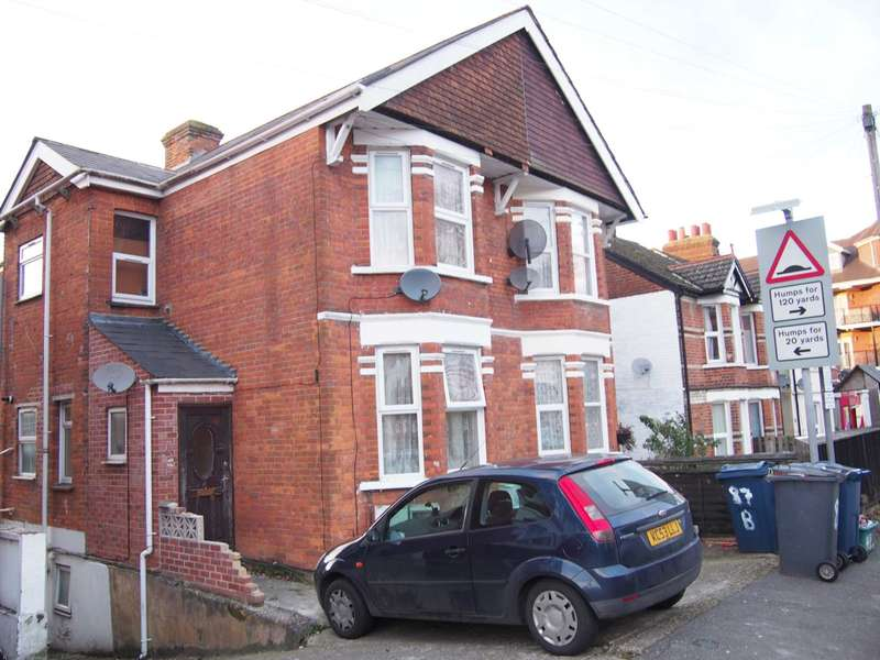4 Bedrooms Semi Detached House for rent in Roberts Road, High Wycombe