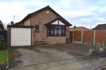 3 Bedrooms Bungalow for sale in Canvey Island, Essex