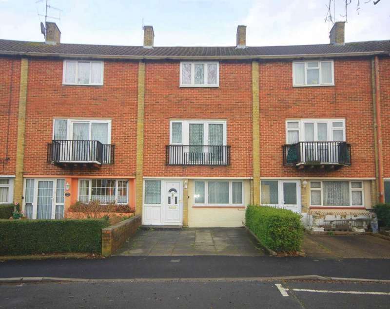 4 Bedrooms House for sale in Spacious 4 bedroom family home with garage and NO UPPER CHAIN.