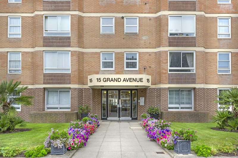 2 Bedrooms Flat for sale in Grand Avenue, Hove