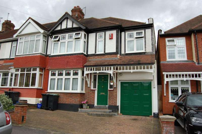 4 Bedrooms End Of Terrace House for sale in Chestnut Avenue, Buckhurst Hill, IG9