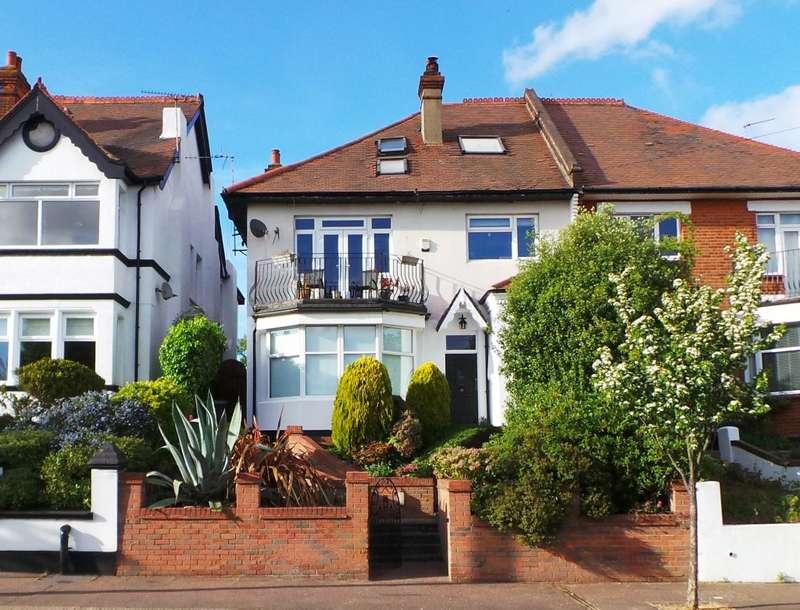 4 Bedrooms Ground Flat for sale in Kings Road, Westcliff-on-Sea, Essex, SS0 8LT