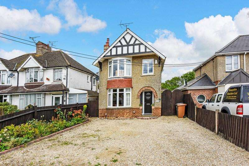3 Bedrooms Detached House for sale in Salisbury Road, Andover