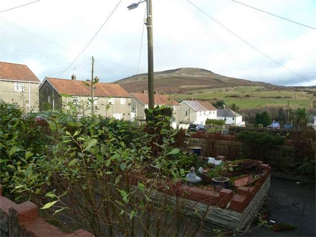 3 Bedrooms Semi Detached House for sale in Duffrynmadog, Nantyffyllon, Maesteg, Mid Glamorgan