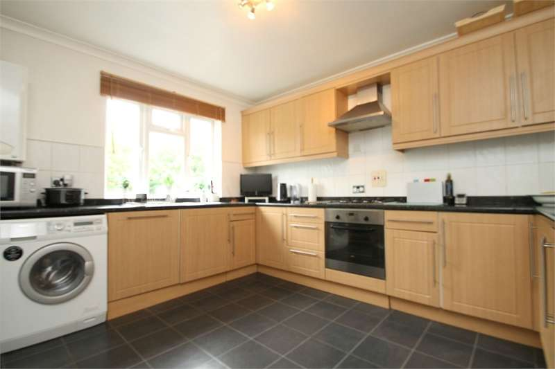 3 Bedrooms Flat for rent in Chaseville Park Road, N21