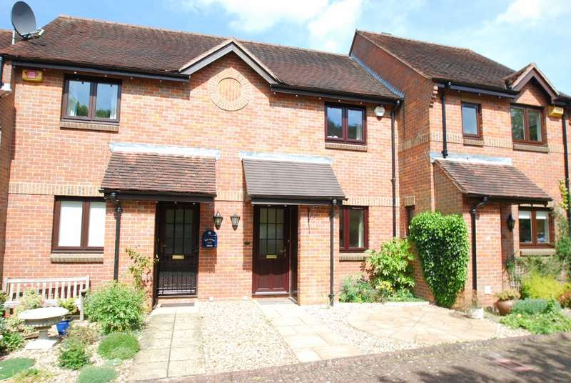 2 Bedrooms Terraced House for rent in Thornhill Close, Old Amersham, HP7