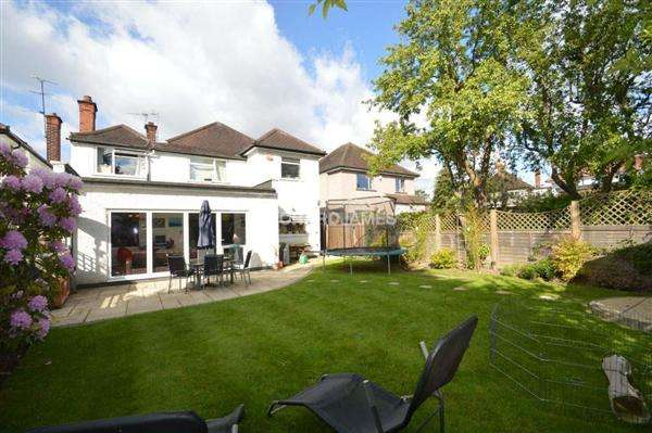 6 Bedrooms Detached House for rent in Sunbury Avenue, London