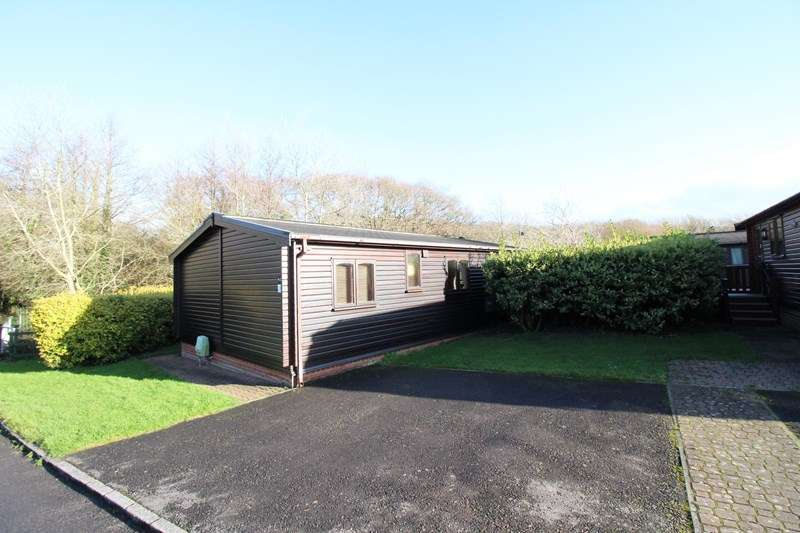 2 Bedrooms Lodge Character Property for sale in Shorefield Road, Downton, Lymington