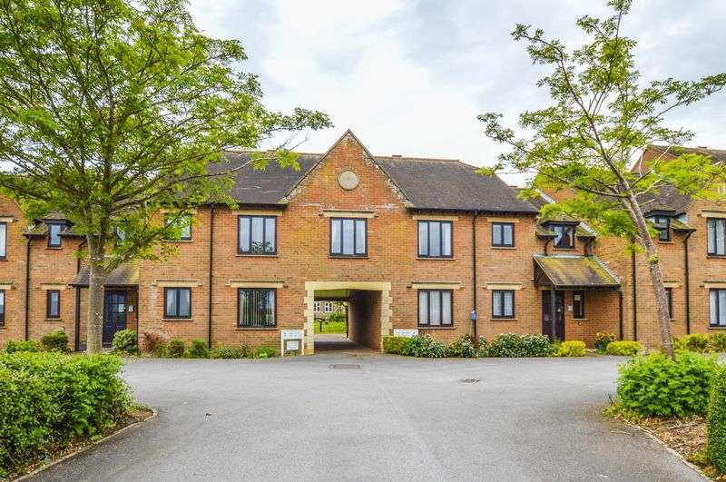 1 Bedroom Property for sale in Parsonage Court, Highworth, Swindon, SN6 7TJ