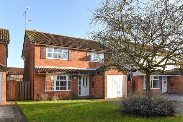 4 Bedrooms Detached House for sale in Mitchell Way, Woodley, Reading