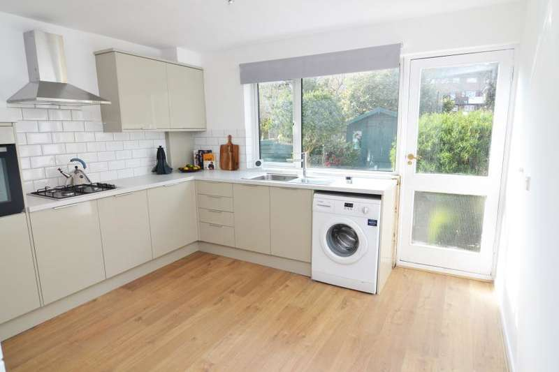 3 Bedrooms Town House for rent in North Place, Teddington, TW11