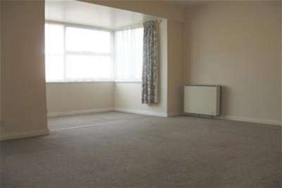 3 Bedrooms Flat for rent in Sterling Parade, Rustington
