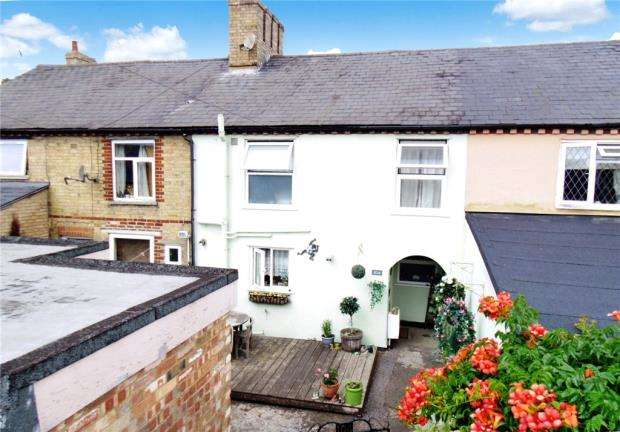2 Bedrooms Terraced House for sale in London Road, Sandy