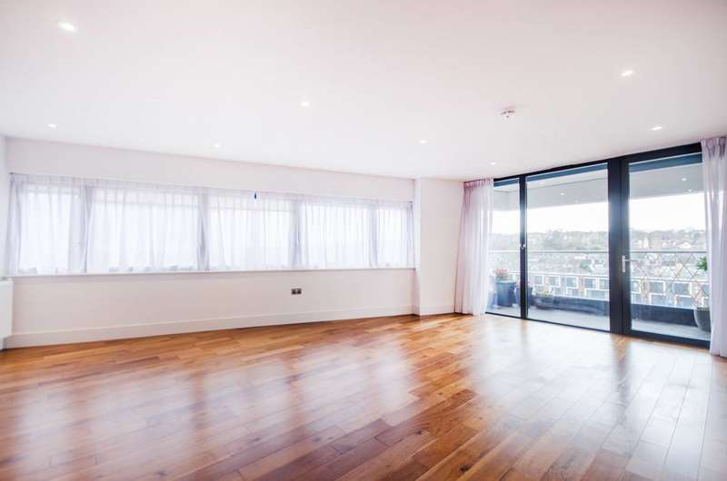2 Bedrooms Flat for sale in Lambarde Square, Greenwich, SE10