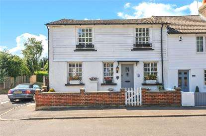 3 Bedrooms End Of Terrace House for sale in The Pound, Main Road, Knockholt, Sevenoaks